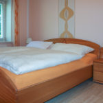 Schlafzimmer mit Doppelbett: Ferienwohnung in Bad Gandersheim bei Klügers